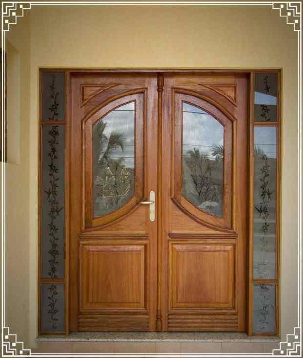 Porta de entrada de madeira estilo clássico - Portalmad Portas e Janelas - Esquadrias de Madeira