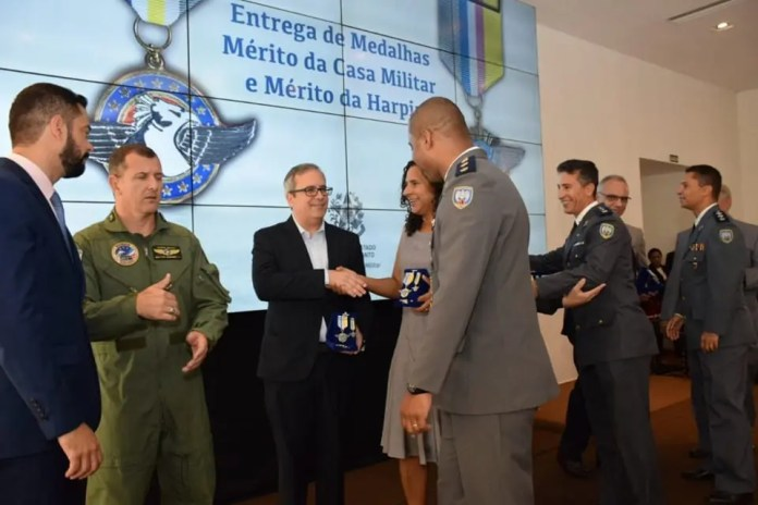 entrega das medalhas do Mérito da Casa Militar e Ordem da Harpia
