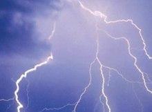Ventos fortes, chuvas moderadas a fortes acompanhadas de trovoadas