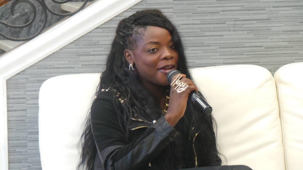 """""""Lourena Nhate é a mulher mais Feia de Moçambique"""" Diz o apresentador Relâmpago"""
