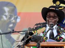 Robert Mugabe saiu do país para procurar atendimento médico em Singapura