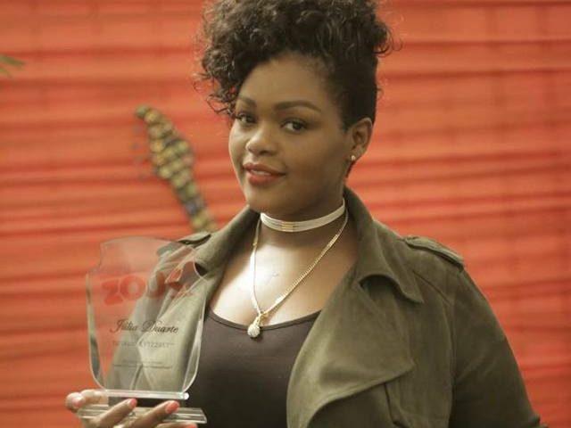 """A Minó Produções, entidade organizadora do Festival Tropical Zouk, atribuiu o""""Prémio Totalista"""" à cantora moçambicana Júlia Duarte por esta ter participado pela sexta vez"""