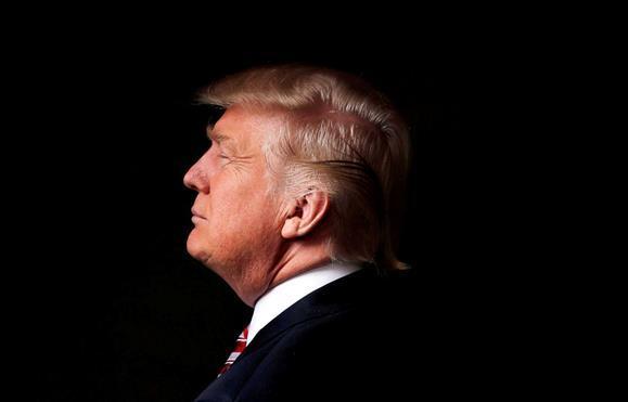 Mais de um milhão de pessoas tinha assinado até hoje à tarde uma petição 'online' a favor da destituição de Donald Trump, numa altura em que o Presidente norte-americano