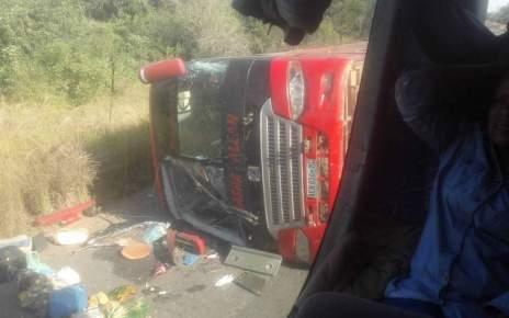 Um Autocarro da companhia Nagi Investimentos envolveu-se em acidente no troço Save/Muxúngue, por volta das 6h de hoje. O numero de mortos supera