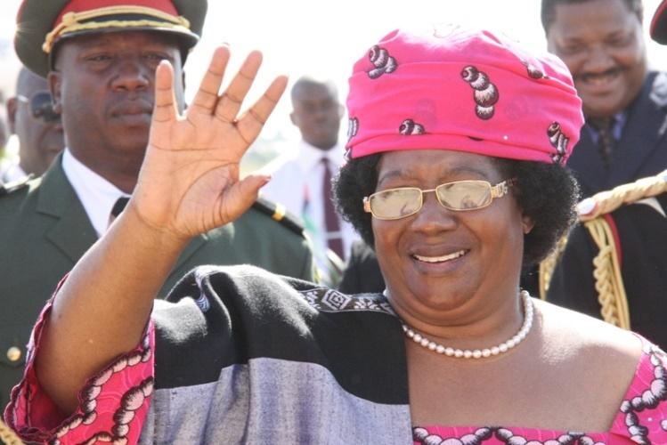 As autoridades do Malawi emitiram hoje, em Blantyre, um mandado de captura contra a antiga presidente Joyce Banda, acusada de estar implicada num gigantesco escândalo de corrupção