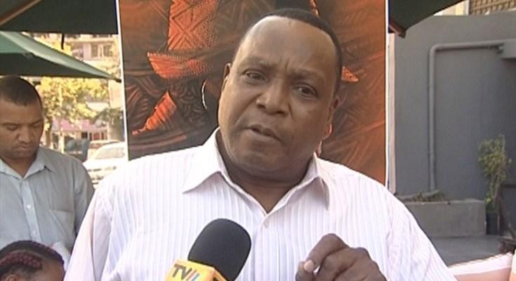 O conceituado músico Wazimbo foi interpelado, algures na zona baixa da cidade de Maputo, por um vendedor de discos piratas