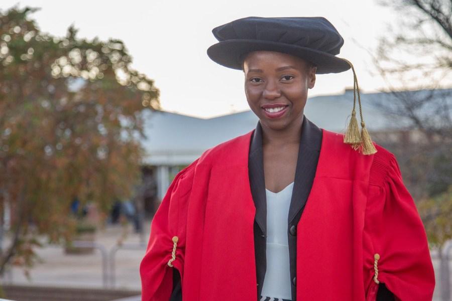 Conheça a pessoa mais nova com doutorado em África