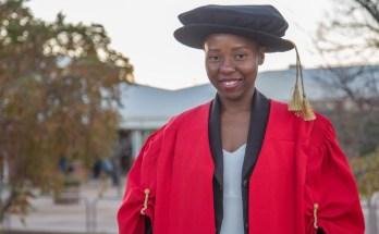 A zimbabweana Musawenkosi Saurombe atingiu recentemente uma das façanhas mais comentadas de África, ao se tornar na pessoa mais nova a atingir o título de académico dePhilosophiæ Doctor(PhD)