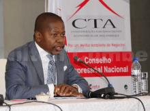 O presidente da (CTA), Agostinho Vuma sugere o congelamento dos aumentos salariais em 2018 e suspensão do décimo terceiro.