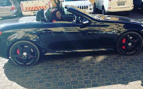 Tudo indica que a cantora Lourena Nhate está a viver bons dias da sua carreira. a cantora surpreendeu os fas com uma nova viatura de luxo topo de gama