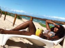 """A ex-namorada do empresário moçambicano, Guyzelh Ramos está fazendo sucesso nas redes sociais, Alicia Adams está mexendo com o imaginário masculino com suas fotos """"calientes""""."""