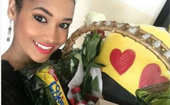 A apresentadora do programa Belas manhãs da Miramar faz hoje 23 anos e acordou já recebendo mimos. O marido Ricardo Oliveira ofereceu-lhe uma linda