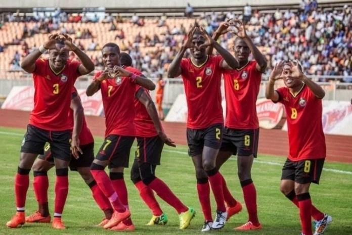 """A selecção nacional de futebol, os """"Mambas"""", subiu um lugar no """"ranking"""" da FIFA, passando da 108ª para 107ª posição com 310 pontos, segundo actualização divulgada ontem"""