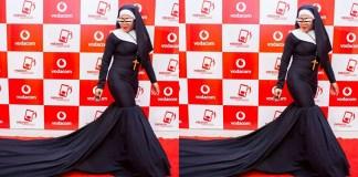 A irreverente cantora moçambicana, Matilde Conjo não ficou indiferente perante aos comentários que vem recebendo nas redes sociais criticando o seu traje na gala Vibratoques