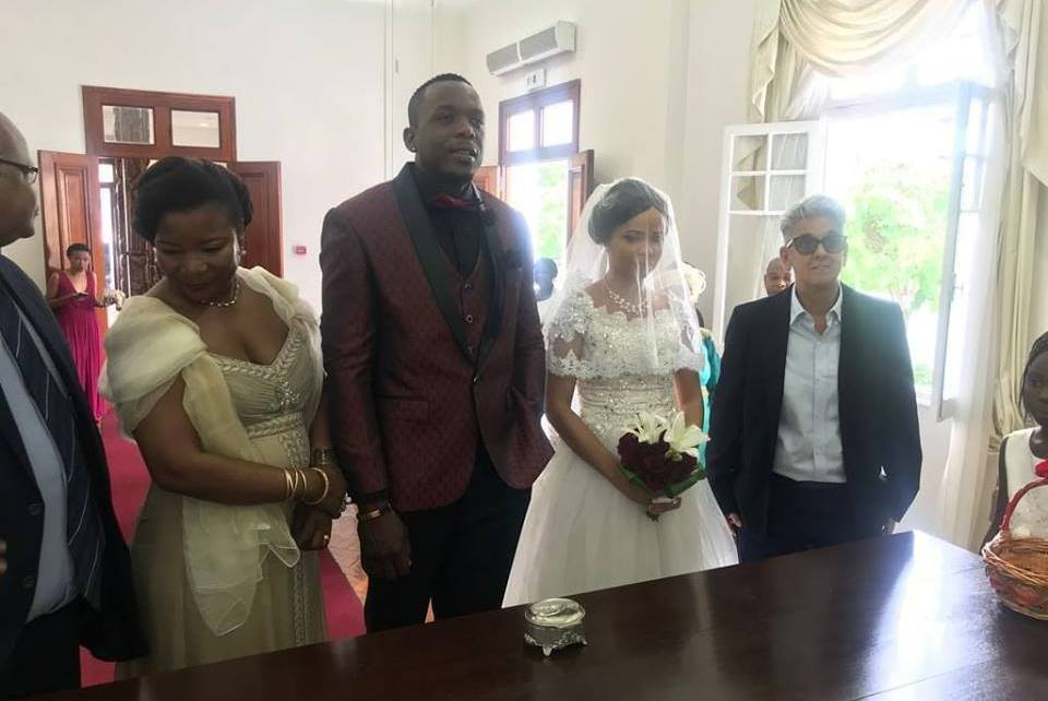 O rapper Duas Caras entrou no último fim-de- semana para o clube dos casados. O momento foi partilhado pelo rapper através da sua página do Instagram.