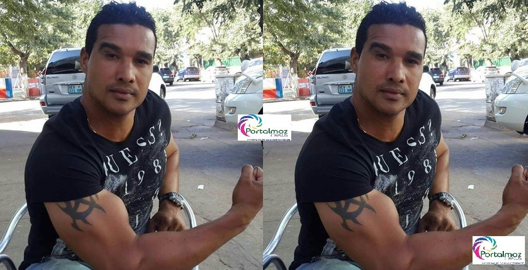 Segundo Mahel em declaracão no programa Vibracoes da TVM, o carro em que eles seguiam foi assaltado na portagem da cidade da Beira