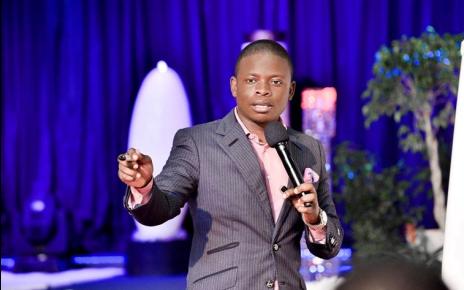 Mas o pastor não sente vergonha da vida megalómana pois afirma que a fortuna é fruto dos negócios e que essa profissão não deve ser misturada com o seu lado religioso