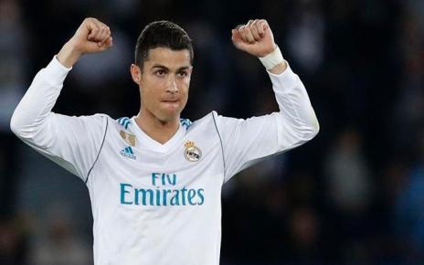 Após ter marcado na final da época passada, em todos os jogos da fase de grupos nesta temporada e no primeiro jogo contra os parisienses, o CR7 igualou a série do holandês Van Nistelrooy