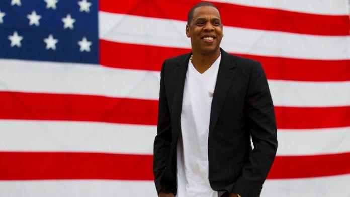 """No programa da Netflix """"My Next Guest Needs No Introduction"""" o """"rapper"""" Jay-Z revelou a conversa com a mãe Gloria Carter sobre a sua sexualidade."""