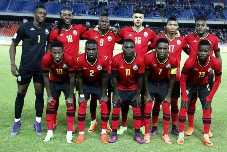A selecção nacional de futebol, os Mambas, desceu um lugar no ranking da FIFA e ocupa agora a 106ª posição com 311 pontos