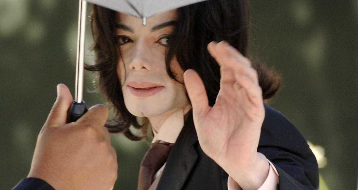LaToya Jackson, a irmã mais velha de Michael Jackson, revelou que ainda sente a presença do falecido cantor. Pode parecer estranho, mas a verdade é que LaToya afirma receber 'mensagens' do espíritodo artista