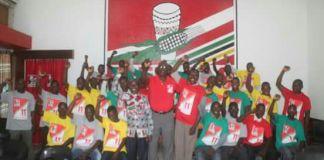 Em pleno Recenseamento Eleitoral, 40 membros do MDM entregam-se ao Partido FRELIMO. O encontro foi orientado pelo Cda Domingos Superior Macajo, Secretário do Comité Provincial da Área de Mobilização, Propaganda