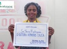"""Movimento de solidariedade atribui título """"Doutora Honoris Causa"""" à colaboradora do """"Tchova"""" , Tânia, vítima de humilhação pública."""