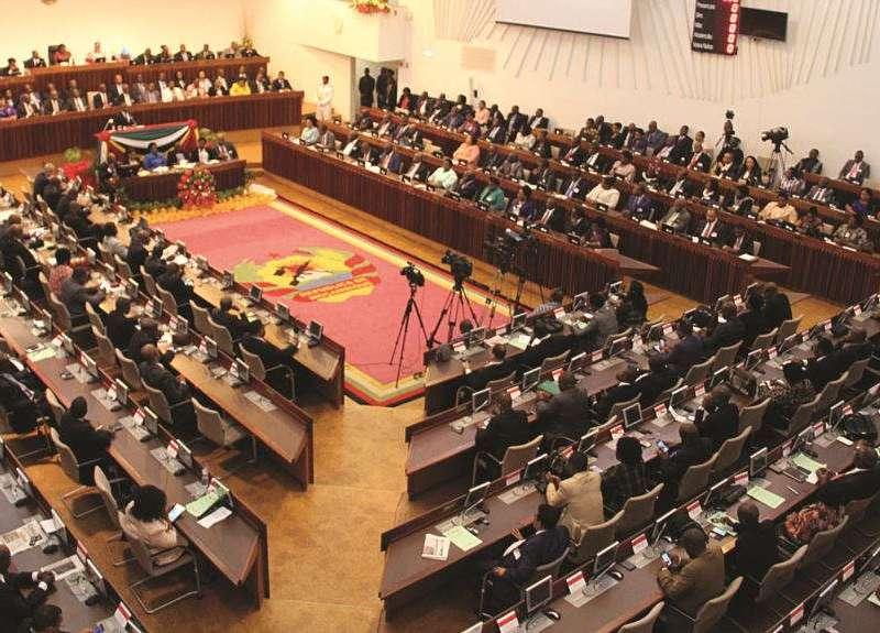Frelimo pede adiamento parlamentar por falta de avanços nas negociações para a desmilitarização da Renamo, este é o primeiro impasse depois da morte do ...