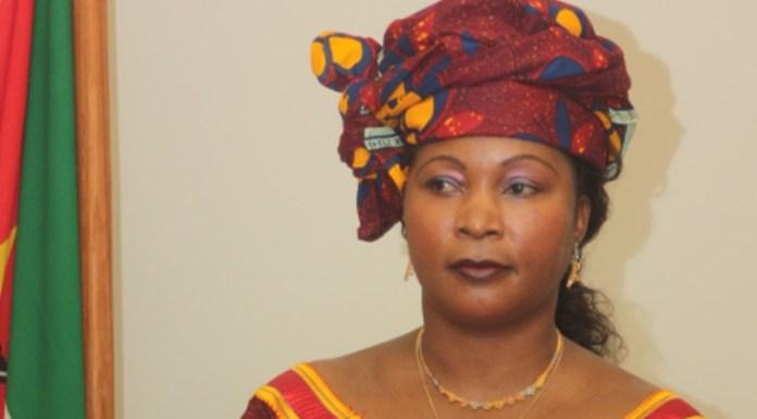 Chefe do Estado, Filipe Jacinto Nyusi, exonerou hoje Maria Helena Taipo do cargo de Governadora da província de Sofala e Santos Álvaro