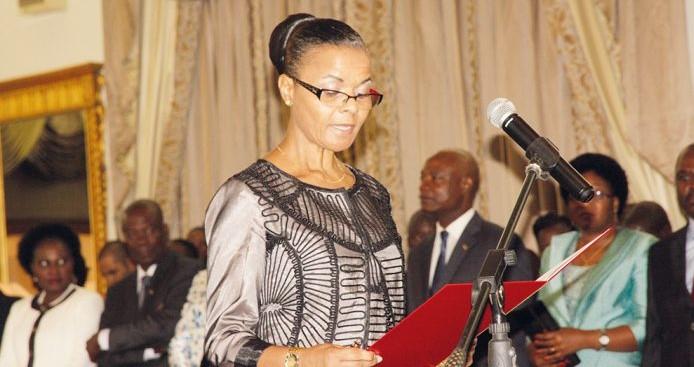 No dia 27 de Julho, sexta-feira, Manuela Ribeiro, vice-ministra dos Transportes e Comunicações, tomou posse, em cerimónia clandestina, como governadora da província de Sofala