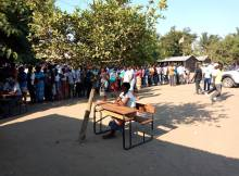 Uma urna encontrava-se coma tampa viciada, concretamente na parte por onde os votos sao introduzidos. Antes do acto ter efeito foi mobilizada equipa do STAE e da CDE