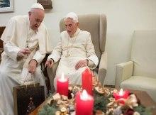 Bento XVI recebeu em sua residência, nos Jardins Vaticanos, a visita do Papa Francisco para os votos de Feliz Natal.
