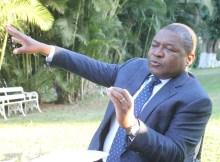O presidente da república, Filipe Nyusi, escusou-se hoje a dizer se recebeu ou não dinheiro no caso das dívidas ocultas, numa entrevista ao jornal Canal de Moçambique, alegando não querer embaraçar a Justiça.