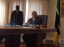 Hermenegildo Gamito convocou à imprensa e acaba de anunciar que coloca à disposição o seu cargo de Presidente do Conselho Constitucional por razões pessoais