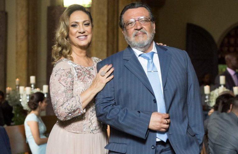 Gustavo (Luis Melo) e Nádia (Eliane Giardini) em O Outro Lado do Paraíso