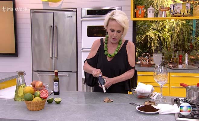 Ana Maria Braga ensina a fazer a receita do Pudim de Cocada (Reprodução/TV Globo)