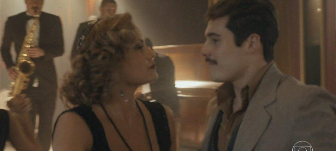 Marion (Ellen Roche) e Alfredo (Nicolas Prattes) em Éramos Seis (Reprodução / TV Globo)