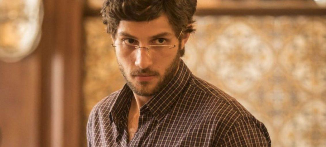 Danilo (Chay Suede) em Amor de Mãe (Reprodução / TV Globo)