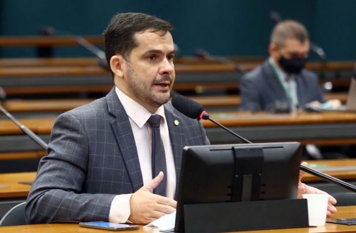 Alberto neto rejeita projeto para militares mortos em serviço