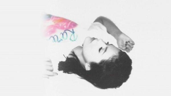 """Grammy diz que 'Rare' de Selena Gomez é um """"álbum aclamado pela crítica"""""""