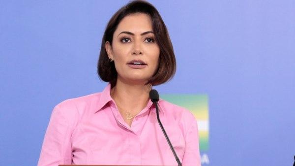 Michelle Bolsonaro quer censurar a música em que Detonautas pergunta sobre dinheiro do Queiroz