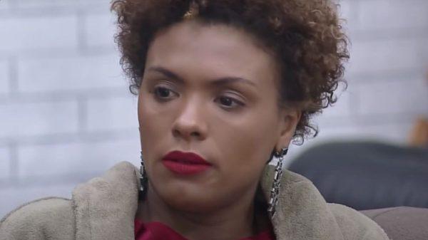 """A Fazenda: Lidi Lisboa reclama de prisão de ventre: """"não sai"""""""