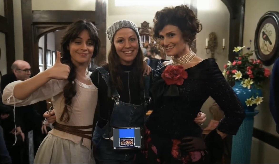 """Primeiras imagens de Camila Cabello como """"Cinderela"""" são divulgadas"""