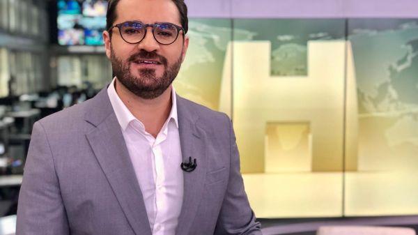 Jornalista Marcelo Cosme é vítima de homofobia, racismo e xenofobia nas redes sociais
