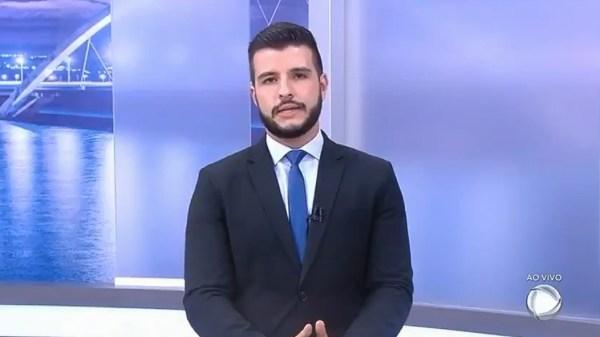 """Na RecordTV, Matheus Ribeiro fala sobre """"cura gay"""": """"Só vale a cura para o preconceito"""""""