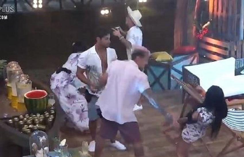'A Fazenda': MC Mirella exagera na bebida, leva tombo na festa e corta o pé