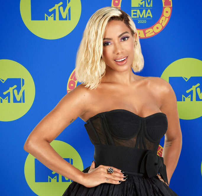Anitta apresentou uma das categorias do MTV EMA, no último dia 8 de novembro (Foto: MTV)