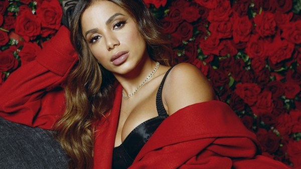 """Anitta conta que usa perfume em suas regiões íntimas: """"Na ppk e na porta dos fundos"""""""