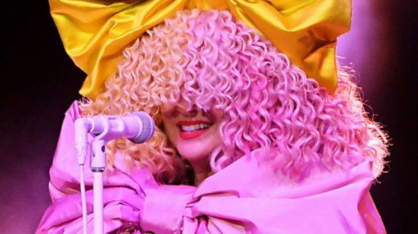 Billboard confirma que Sia acumula a mais de 50 bilhões em streams