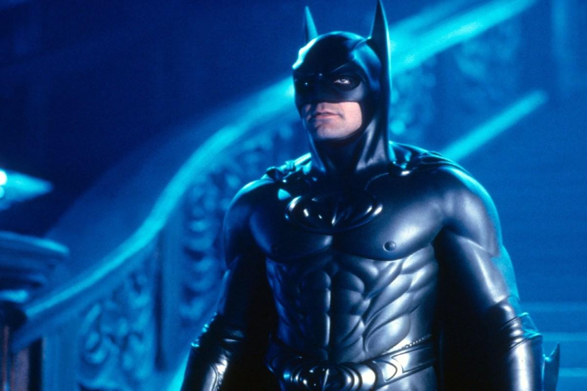 """George Clooney afirma que o filme """"Batman e Robin"""" possui um roteiro """"terrível"""" e que dói assistir"""